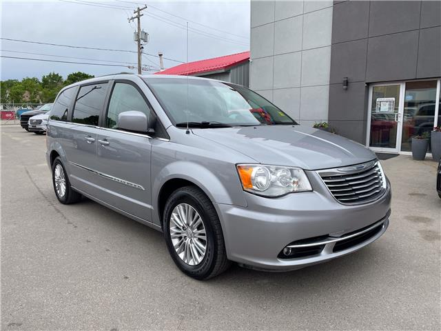 2015 Chrysler Town & Country Touring-L (Stk: 14952) in Regina - Image 1 of 28