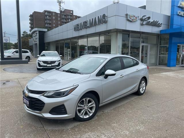 2019 Chevrolet Cruze LT (Stk: 21097A) in Chatham - Image 1 of 18