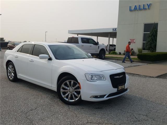 2016 Chrysler 300 Touring (Stk: S10641B) in Leamington - Image 1 of 30