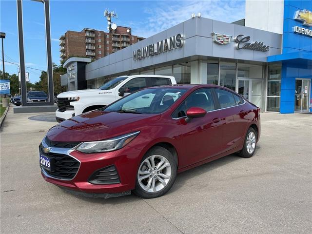 2019 Chevrolet Cruze LT (Stk: 21101A) in Chatham - Image 1 of 17
