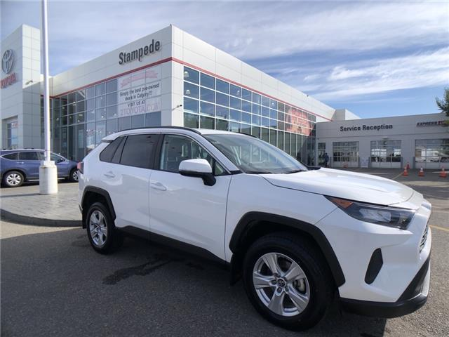2019 Toyota RAV4 LE (Stk: 9522A) in Calgary - Image 1 of 23