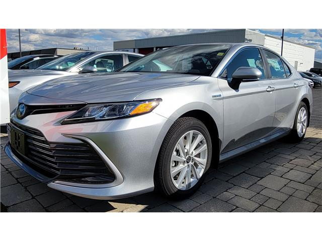 2021 Toyota Camry Hybrid LE (Stk: 61708) in Sarnia - Image 1 of 6