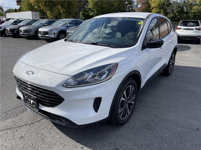 2021 Ford Escape SE Hybrid (Stk: 21313) in Cornwall - Image 1 of 14