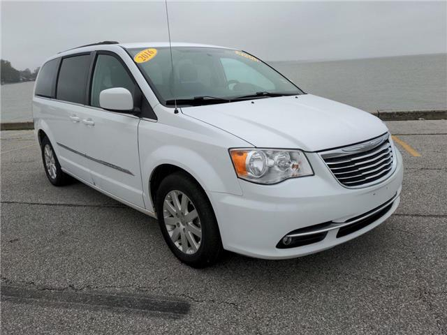 2016 Chrysler Town & Country Touring (Stk: D0423) in Belle River - Image 1 of 17