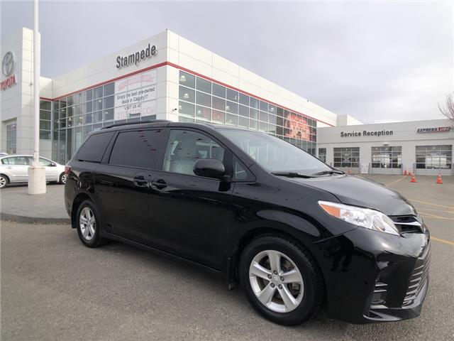 2019 Toyota Sienna LE 8-Passenger (Stk: 9565A) in Calgary - Image 1 of 26